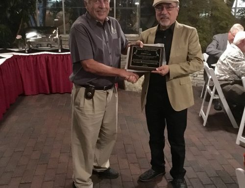 Leon Saad receives an EOY Award at the Banquet
